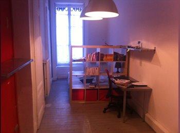 Loue chambre meublée ~ 20m² dans appartement 110m² tout...