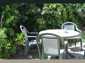 Appartager FR - Haut de villa en colocation, Toulon - 300 € /Mois