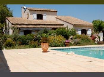 Appartager FR - Dans belle maison avec piscine loue chambres meublées  - Beauvoisin, Nîmes - 330 € /Mois