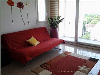 Chambre meublée avec balcon  dans un grand appartement