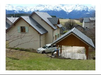 Appartager FR - Chambres dans maison  récente sur le plateau des petites roches - Crolles, Grenoble - 330 € /Mois