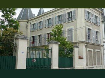 Appartager FR - lit double studieux tres confortable dans bureau cosy, chambre d'hôte - Le Vésinet, Paris - Ile De France - 540 € /Mois