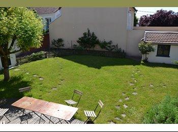 Chambre soignée dans maison bien équipée et grand jardin