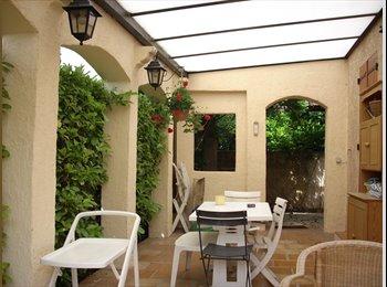 Appartager FR - Chambre chez habitant prix raisonnable contre services - Puyricard, Aix-en-Provence - 200 € /Mois