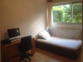 chambre meublée 11.50m2, au calme