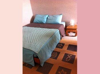 Appartager FR - Chambre chez l'habitant avec salle de bain et wc - Mérignac, Bordeaux - 400 € /Mois