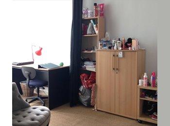 Appartager FR - Partager avec 2 étudiants appartement rez-de-jardin dans maison - Fontenay-aux-Roses, Paris - Ile De France - 420 € /Mois
