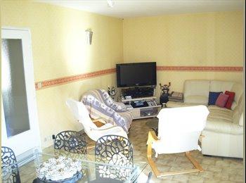Appartager FR - Coloc dans une maison à 35 km de Lyon à Meximieux - Vaulx-en-Velin, Lyon - 350 € /Mois
