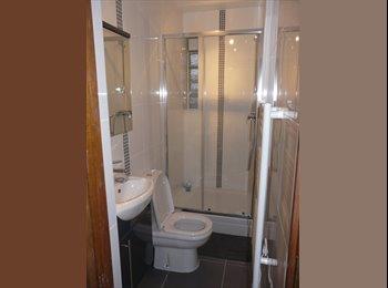 Appartager FR - 2 chambres chez l'habitant entièrement renovées - Le Kremlin-Bicêtre, Paris - Ile De France - 450 € /Mois