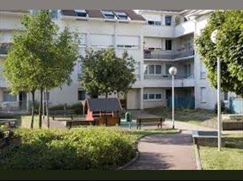 Appartager FR - chchh colocatrice - Créteil, Paris - Ile De France - 350 € /Mois