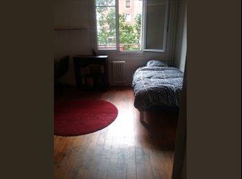 Loue une belle chambre propre meublée libre de suite