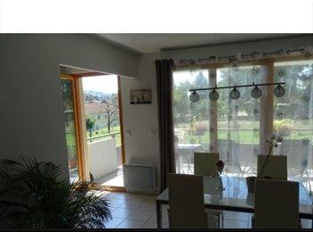 Appartager FR - A louer appartement T2 52m2 avec terrasse de 12m2 + grand cellier sur palier - Montferrat, Montferrat - 400 € /Mois