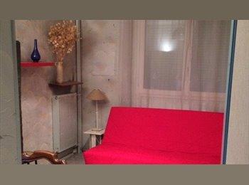Appartager FR - PROPOSE HEBERGEMENT EN COLOCATION POUR  JEUNE FEMME  ETUDIANTE OU SALARIEE (20/30 ans), Paris - Ile De France - 500 € /Mois