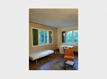 Appartager FR - Une grande villa à partager à St césaire - Nîmes, Nîmes - 300 € /Mois
