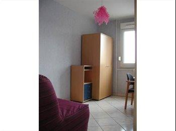 Très belle Chambre meublée - colocation sympa à 3