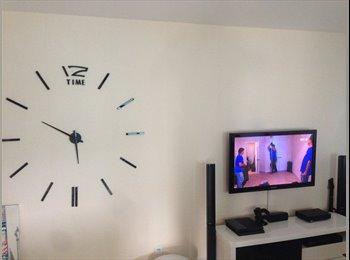 Appartager FR - TV, internet, parking privé  - Maurepas - La Bellangerais, Rennes - 300 € /Mois