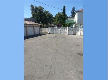 Appartager FR - Loue 1 chambre grand lit pour FEMME - Nîmes, Nîmes - 200 € /Mois