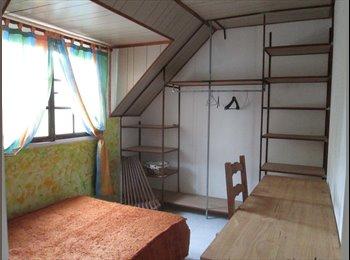 Chambre meublée dans une grande maison créole