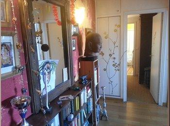 Appartager FR - chambre claire et calme dans grand appartement. Mairie du 18ème. - 18ème Arrondissement, Paris - Ile De France - 600 € /Mois