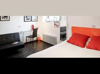 Chambre avec salle de bains dans moderne Residence Hall