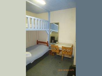 Chambres chacune avec kitchenette  et acès à salle d'eau...