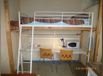 Appartager FR - chambre de 9m2 avec kitchenette et accès à salle d'eau commune - Saint-Denis, Paris - Ile De France - 750 € /Mois