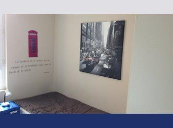 Appartager FR - Chambre meublée à côté de l'université, Le Havre - 245 € /Mois