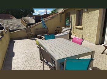 Appartager FR - Chambres dans maison avec terrasse en coloc étudiante Intra Muros, Avignon - 300 € /Mois