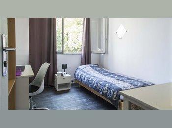 Chambre lumineuse à louer à 4 pièces avec balcon, Proche...