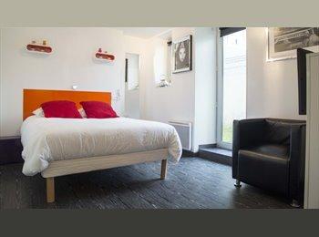 Chambres avec télévision et salle de bains dans Residence...