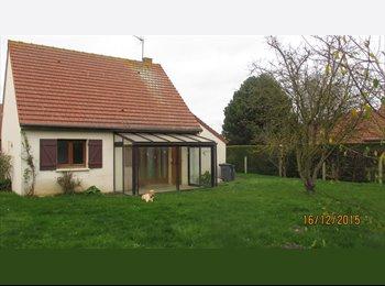 Appartager FR - colocation dans jolie petite maison avec jardin à Caen la mer - Saint-Aubin-sur-Mer, Caen - 325 € /Mois