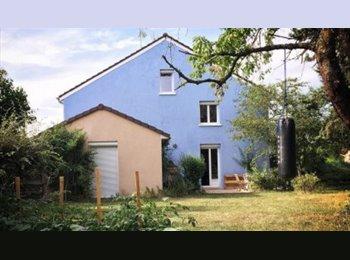 Appartager FR - Dans une maison avec un grand jardin, Reims - 324 € /Mois