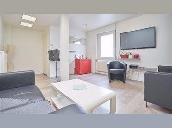 2 chambres disponibles maison entiérement meublée sdb...