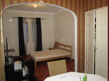 Appartager FR - Loue grande chambre deux piéces - Vence, Nice - 450 € /Mois