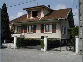 Appartager FR -  Villa située dans un quartier calme avec bus et commerces à proximité (moins de 200m), Meythet - 340 € /Mois