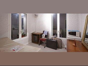Chambre entièrement meublée avec un réfrigérateur à louer...