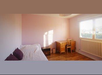 Appartager FR - Rénové appartement de 4 chambres à louer à Anthon - 1er Arrondissement, Paris - Ile De France - 1800 € /Mois