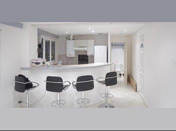 Appartager FR -  1 Chambre Appartement élégant dans une banlieue sûre de Choisy Le Roi - Choisy-le-Roi, Paris - Ile De France - 790 € /Mois