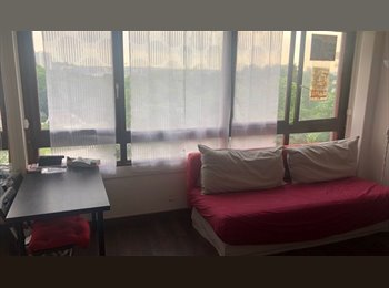 je cherche à partager mon studio ...( la-defense )
