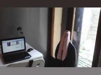 Appartager FR - Chambre meublée avec terrasse, Saint-Denis - 400 € /Mois
