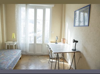 Appartager FR - Ideal student! Charming flat Promenade Anglais!, Nice - 400 € /Mois
