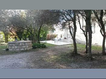 Appartager FR - Grande Maison en colocation libre à Simiane, Simiane-Collongue - 495 € /Mois