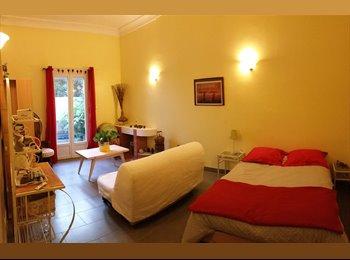 Appartager FR - Grande chambre dans maison de caractère - Perpignan, Perpignan - 510 € /Mois
