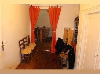 Appartager FR - Colocation à trois Nantes-place Delorme - Centre Ville, Nantes - 435 € /Mois