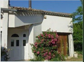Appartager FR - Belle chambre climatisée avec terrasse dans grande maison - Les Cévennes, Montpellier - 450 € /Mois