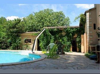 Appartager FR - Chambre dans maison du bonheur - Entraigues-sur-la-Sorgue, Avignon - 400 € /Mois