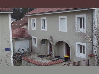 Appartager FR - Maison sur le campus - Saint-Martin-d'Hères, Grenoble - 400 € /Mois