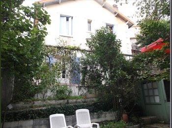 Appartager FR - CHAMBRE DANS MAISON JARDIN PROCHE C. VILLE ET GARE - Angoulême, Angoulême - 320 € /Mois