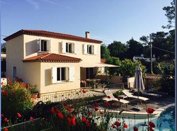Appartager FR - chambre avec salle d'eau et toilettes privés dans villa avec piscine , Nice - 600 € /Mois
