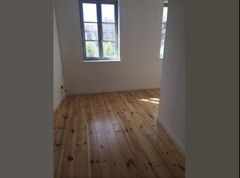 Appartager FR - APPARTEMENT T4 PLACE ESQUIROL - Les Carmes, Toulouse - 1650 € /Mois
